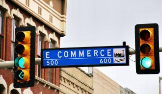 """panneau sur lequel il est écrit """"e-commerce"""""""