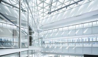 un batiment à l'architecture moderne