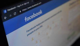 un écran d'ordinateur montrant le site Facebook