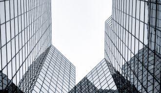 des buildings vus en contreplongée
